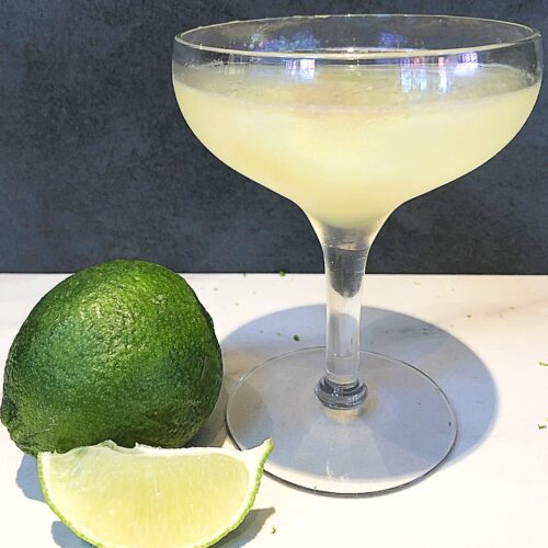 classic daiquiri cocktail with lime