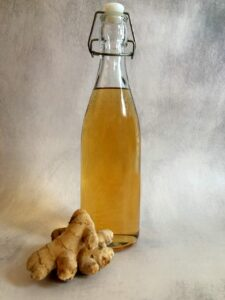 ginger-syrup-in-a-sealable-bottle-with-fresh-ginger