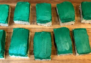 rice krispie rectangles with green frosting
