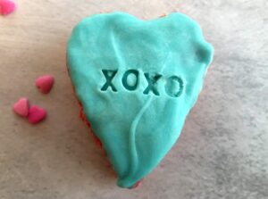blue conversation heart with xoxo